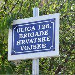 Gradske vlasti su bile prisiljene oznaku ulice postavit u krošnji trešnje Hmm