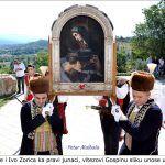 Ante i Ivo Zorica ka pravi junaci vitezovi Gospinu sliku unose u Crkvu x