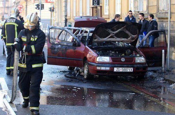 zapaljen_automobil