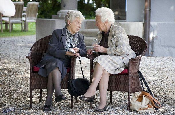 dvi bakice pričaju1