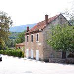 Vlasnik ove kuće u centru Sinja ne trpi i ne želi oznaku brigade hrvatske vojske na svojoj kući