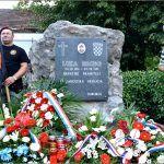 Polaganje vijenaca i paljenje svijeća potom je upriličeno na mjestu pogibije hrvatskog branitelja Luke Ercega