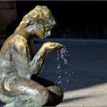 Lik divojke koja pije vodu na izvoru prva je javno postavljena skulptura Stipe Sikirice