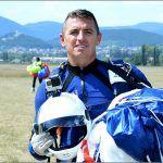 Evo ga ka u kukavice jaje jedini padobranac iz Aero kluba Sinj Tino Milanović Zašto je baš tako drugom zgodom