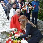 Gradonačelnica Sinja Kristina Križanac polaže vijenac