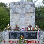 Svake godine odaje se počast nevinim žrtvama kod spomen obilježja na Kukuzovcu