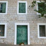 Vijenac je položen i kod kuće Bože Malbaše u kojoj je zapaljen fra Rafo Kalinić i Anka Malbaša