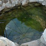 Čak imaju i pitku vodu u samom kamenjaru