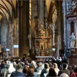 Bečka katedrala građena je u romaničkom i gotičkom stilu na ruševinama nekadašnjih dviju crkava