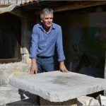Za ovim kamenim stolom je jeo sa svojim uzvanicima