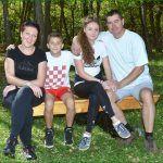 Eee ima ovdje i moji susjeda iz Brnaza Vučkovići protegli malo noge do Vrlike