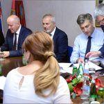 Za vrijeme posjeta Sinju predsjednik Vlade Andrej Plenković sastao se s užim vodstvom Viteškog alkarskog društva