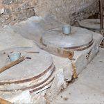 Mlinica ima šest mlinskih postrojenja i horizontalnih mlinskih kola tipa kašikar