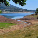 Područje današnjeg jezera Peruća prije potapanja je bilo djelomično naseljeno obilovalo šumama oranicama vinogradima