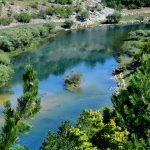 Ovo je pravi prirodni tok rijeke Cetine kod sela Garjak koja je to lipotica