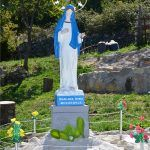 U Garjaku nailazim na kip Kraljice mira iz Međugorja