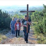 Križ su nosili župljani sjemeništarci i časne sestre x