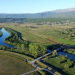 Pogled na Otok i Galu preko naše lipotice rijeke Cetine
