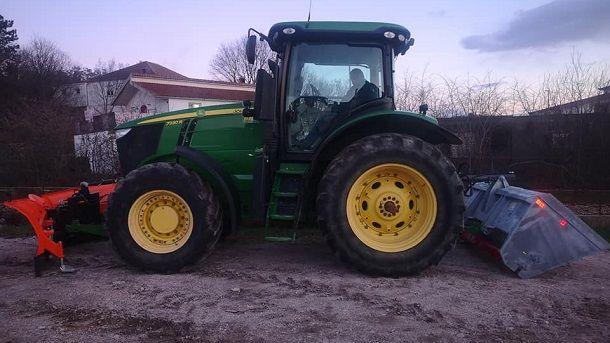 traktor otok