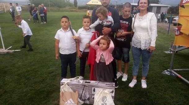 pobjednik čoje s obitelji